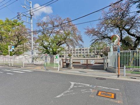 日野市立潤徳小学校 距離約600m