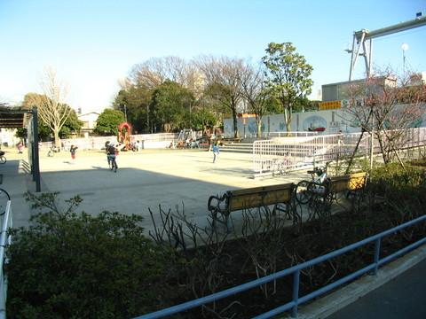 戸部公園 約350m
