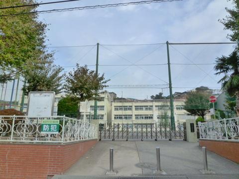峯小学校 徒歩1分(約80m)