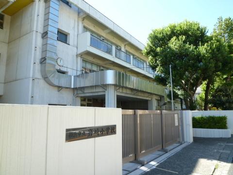 岩崎小学校 徒歩11分(約840m)