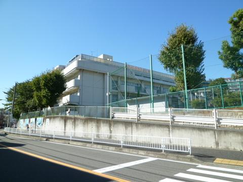 宮谷小学校 徒歩7分(約560m)