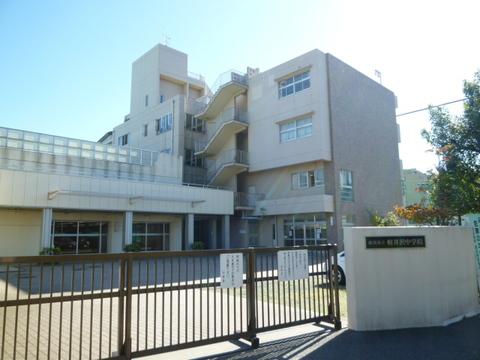 軽井沢中学校 徒歩9分(約720m)