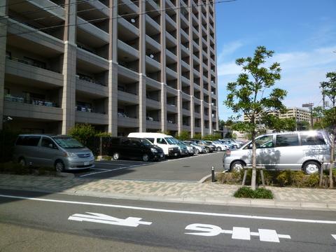 全戸分の平置き駐車場完備