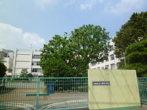 六郷中学校(現地より約880m)