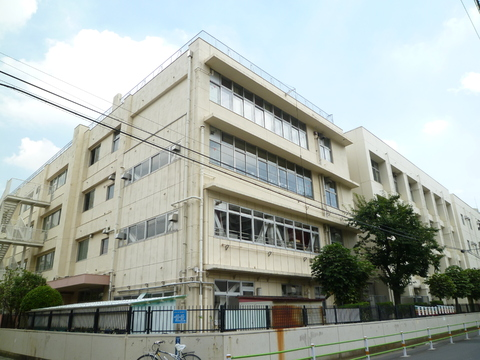 矢口中学校(現地より約400m)