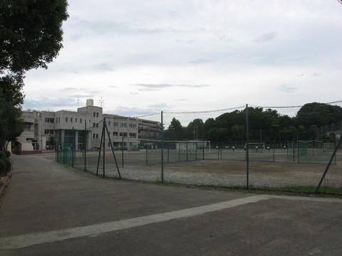 宮内中学校(約850メートル)