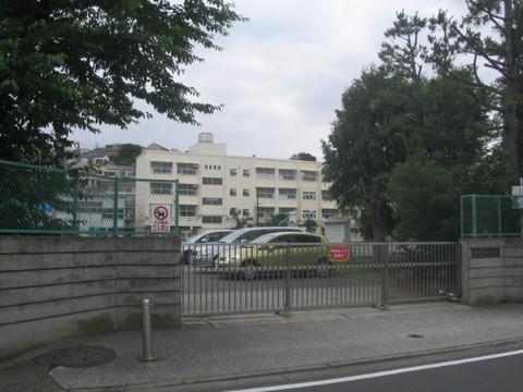桜岡小学校(徒歩5分)