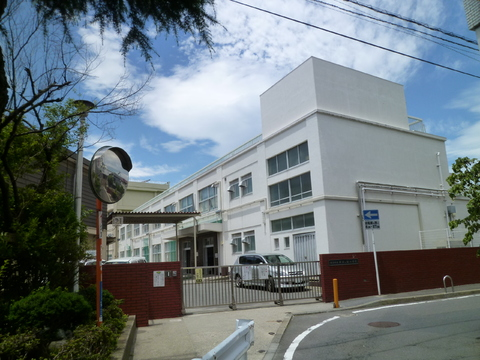 井土ヶ谷小学校 550m