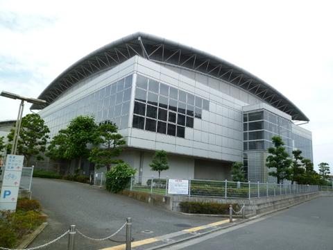 高津スポーツセンター 約450m