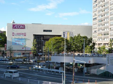 イオン東神奈川店 約240m