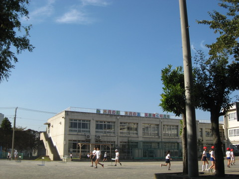 木月小学校まで徒歩5分(350m)