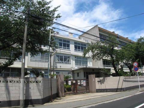 住吉中学校まで徒歩14分(1120m)