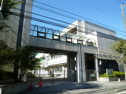 岡野中学校 徒歩9分(約710m)