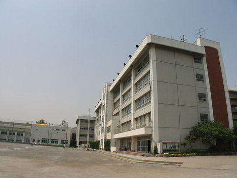 塚越中学校