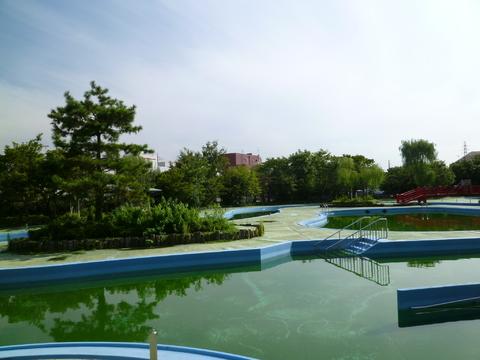 菊名池公園プール 約680m