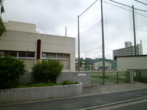 蒔田中学校 240m