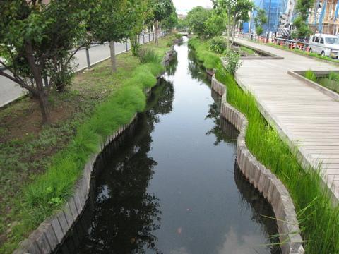 『江川せせらぎ遊歩道』 徒歩3分