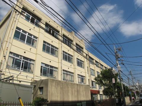 苅宿小学校 徒歩7分(約550m)