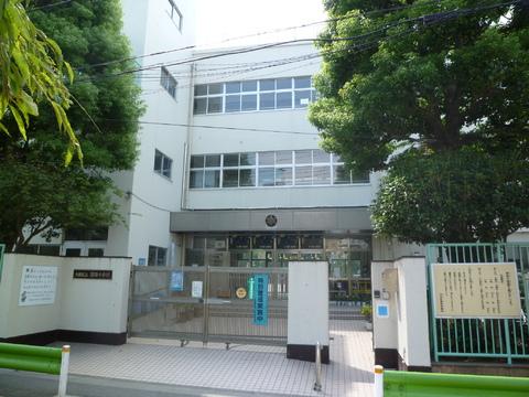 蒲田小学校(現地より約450m)
