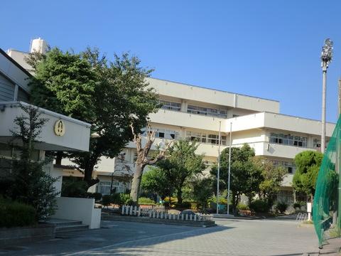 鶴見中学校 約250m