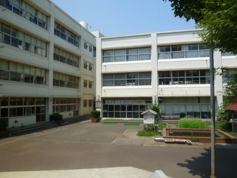 港北小学校 約570m
