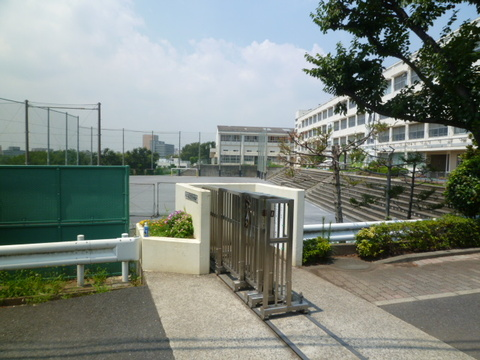 篠原中学校 約1460m