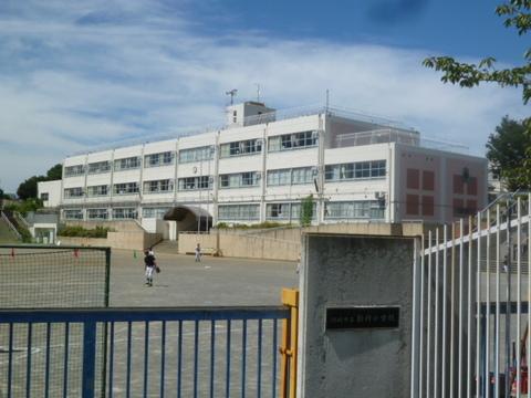 新作小学校 約1,250m