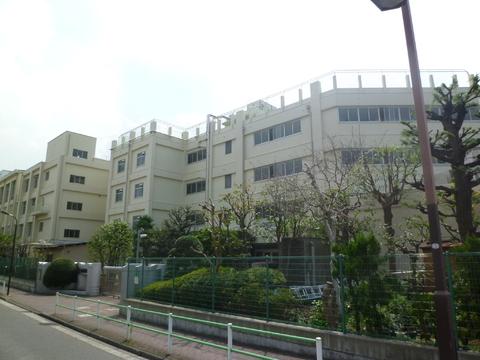 御園中学校(現地より約500m)
