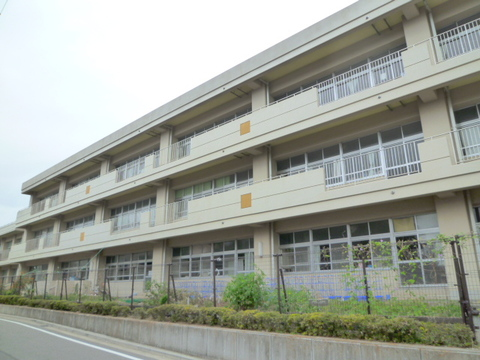 富士見台小学校 徒歩2分(約160m)