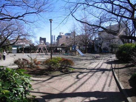 浜松町公園 約60m