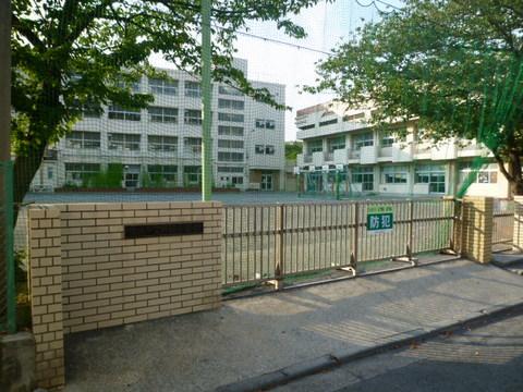 師岡小学校 約580m