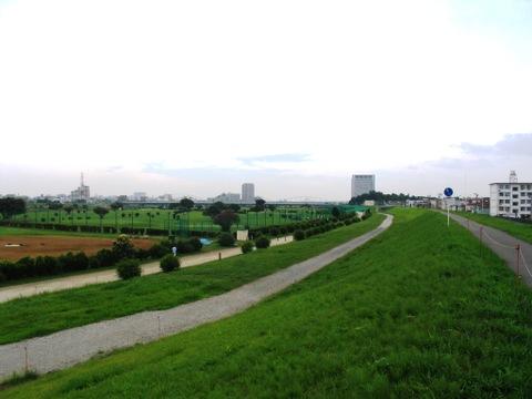 多摩川沿い 徒歩2分(約160m)