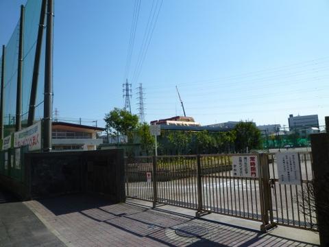 矢向中学校 徒歩3分(約210m)