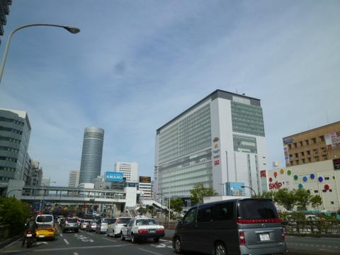 新横浜駅前の様子