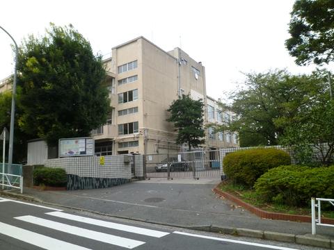 六ッ川中学校 約600m