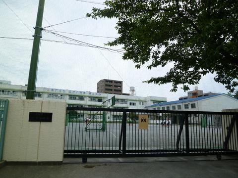 坂戸小学校 徒歩13分(約1000m)
