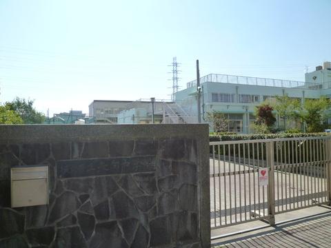 矢向中学校 徒歩1分(約20m)