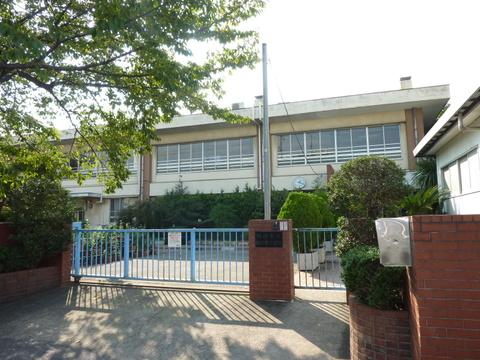 南河原小学校 徒歩7分(約500m)