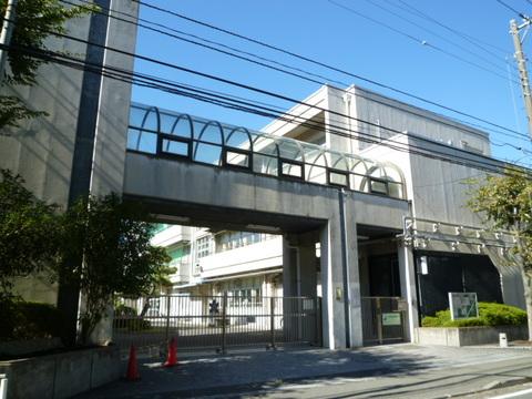 岡野中学校 徒歩7分(約560m)