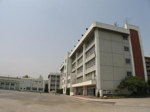 塚越中学校 約1100m
