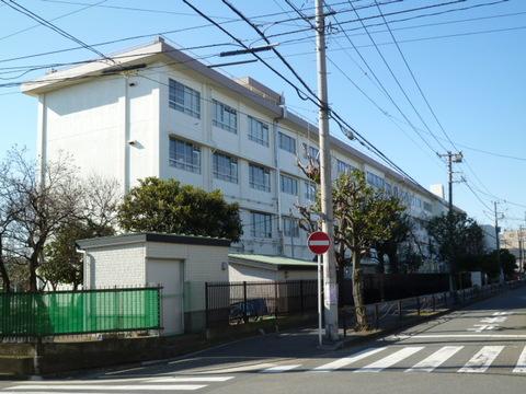 川中島小学校 徒歩8分(約590m)