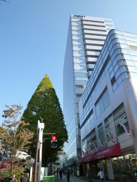 川崎市役所 徒歩7分(約500m)