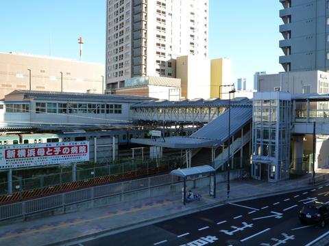 JR東神奈川駅
