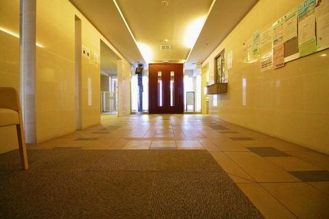 ホテルエントランスのような静寂とした空間が存在しております。ご来客時の御待ち合わせ等にも重宝します。