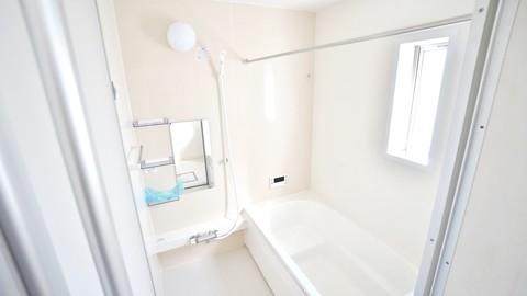 浴室物干しもある広々1坪バスルーム